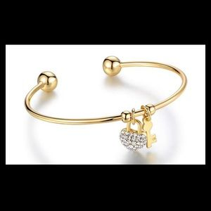 18K Gold Plated Bracelet with lock & he…